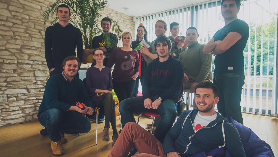 Hrvaško podjetje, podprto s slovenskim denarjem, za vas išče spletne zgodbe