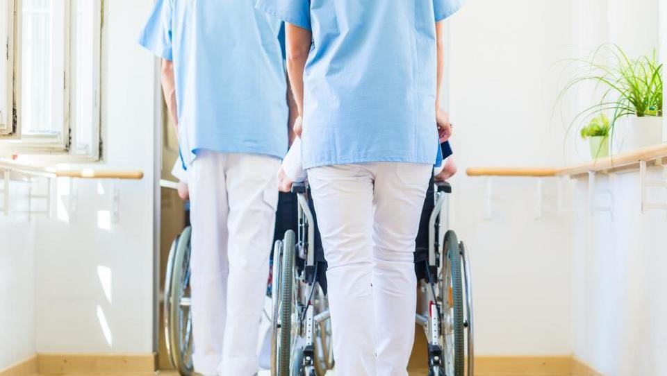 Zdravstveni delavci najraje na delo v Avstrijo