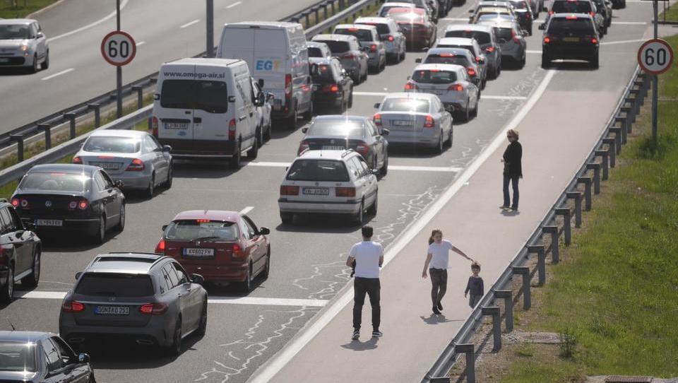Slovenija bo med velikonočnimi prazniki začasno odstopila od strogega nadzora
