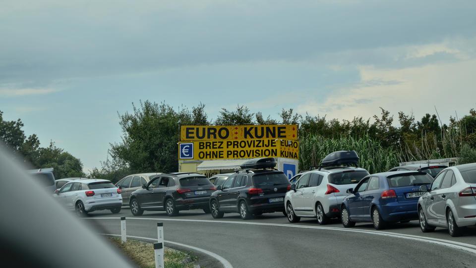 (5 nasvetov) Hrvati dražijo globe za prometne prekrške. Jih bodo tudi drugje?