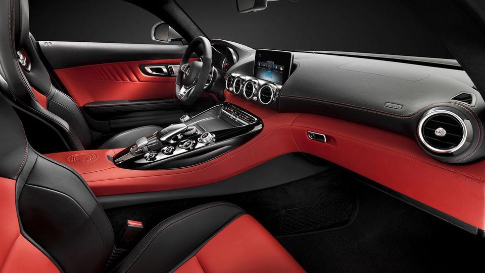 Mercedes bo z vročim AMG GT napadel Porsche 911