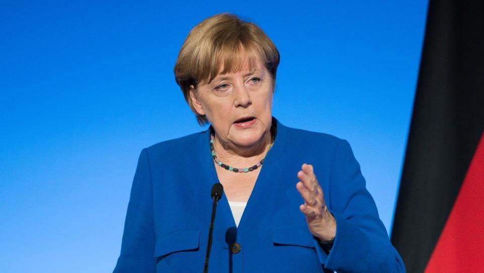 Pogled v leto 2018: Evropski politiki na preizkušnji kot že dolgo ne