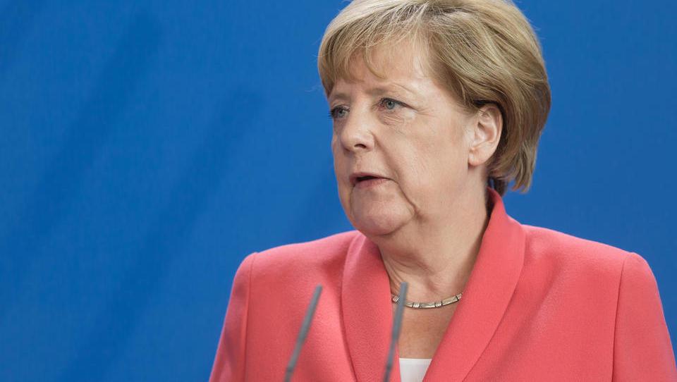 Merklova daje do novih sto milijard evrov gospodarstvu