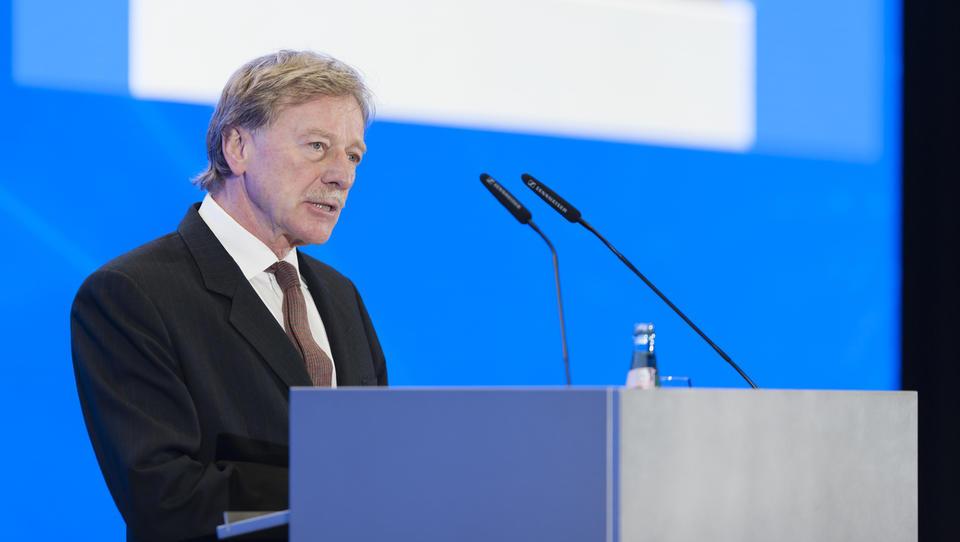 Y. Mersch iz ECB: Pri čezmejnih plačilih so banke vpliv prepustile neevropskim družbam