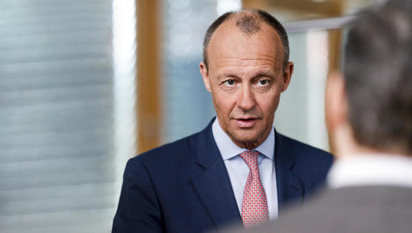 Bo novi šef CDU postal pravnik, ki sodeluje s korporacijami in želi stranko peljati bolj v desno?