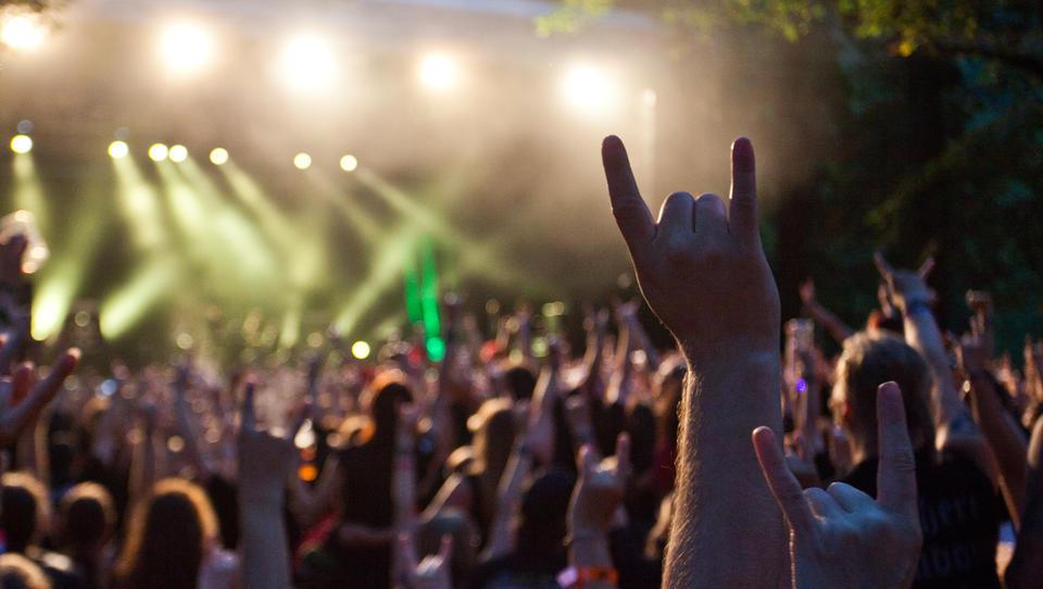 Kako vroč posel so festivali