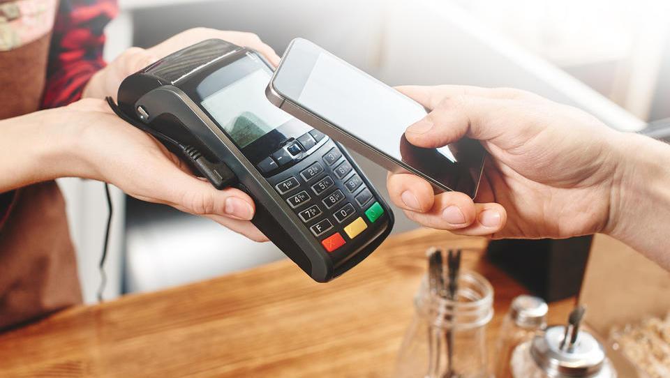 Razvoj fintecha prinaša koristi bančnim strankam