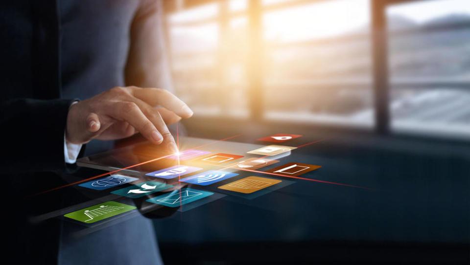 Finančni sektor nadpovprečno vlaga v IKT