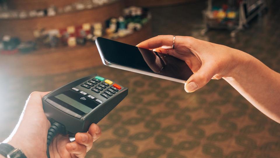 Evropa pri mobilnih nakupih zaostaja za ZDA in Azijo