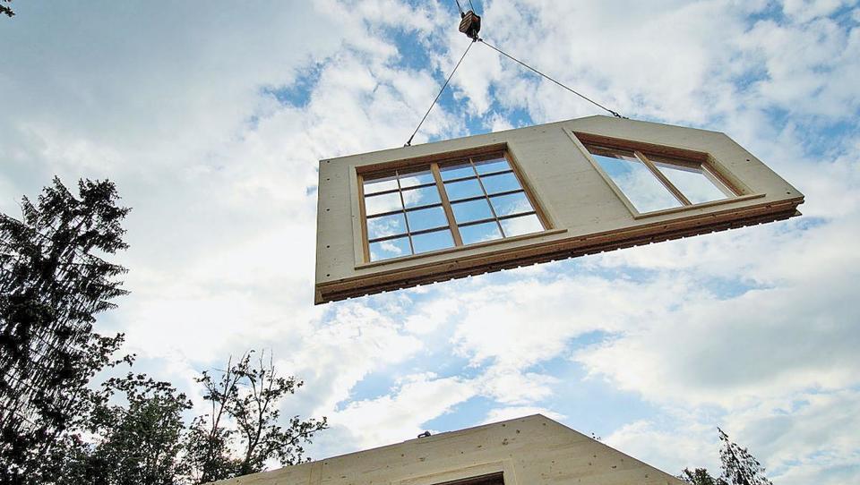 Dva velika slovenska proizvajalca montažnih hiš iščeta tehnični kader in prodajalce