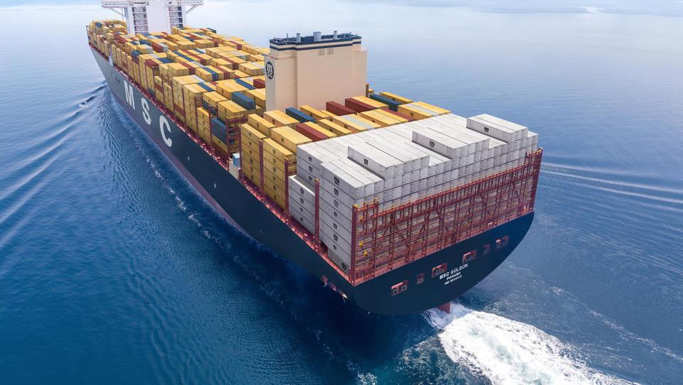 Tekma mastodonov: ladjarji kupujejo čedalje večje ladje, novi rekorder je MSC. Kaj to pomeni za pristanišča?