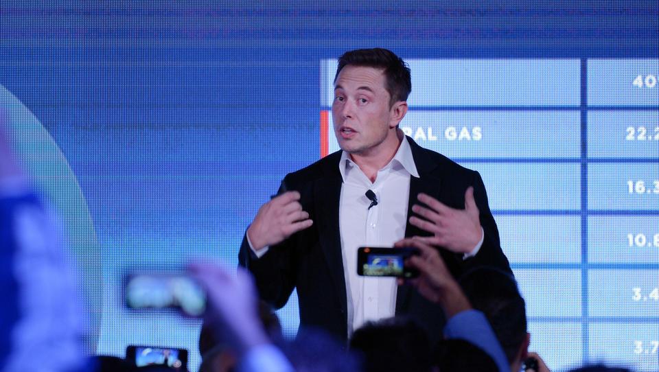 Elon Musk je na tviterju objavil prvoaprilsko šalo ..., ki delnici Tesle ni najbolje dela