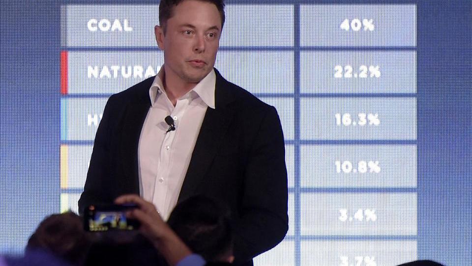 Musk se mora umakniti kot predsednik upravnega odbora Tesle