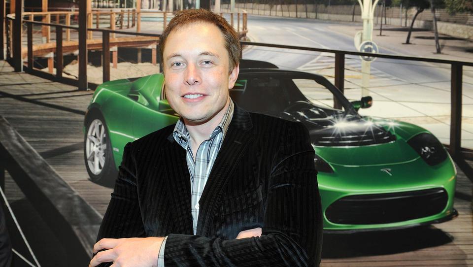 Elon Musk: Razmišljam umiku delnic Tesle z borze, financiranje zagotovljeno. Trgovanje z delnicami spet dovoljeno