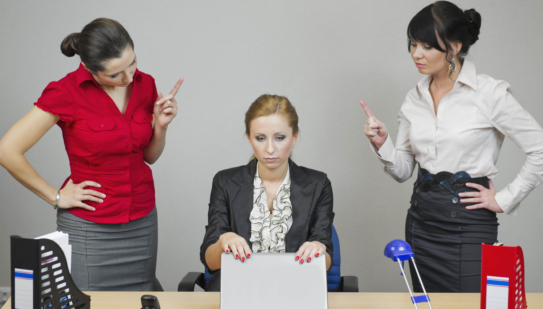 Kako pravilno nadzirati spletno komunikacijo zaposlenih