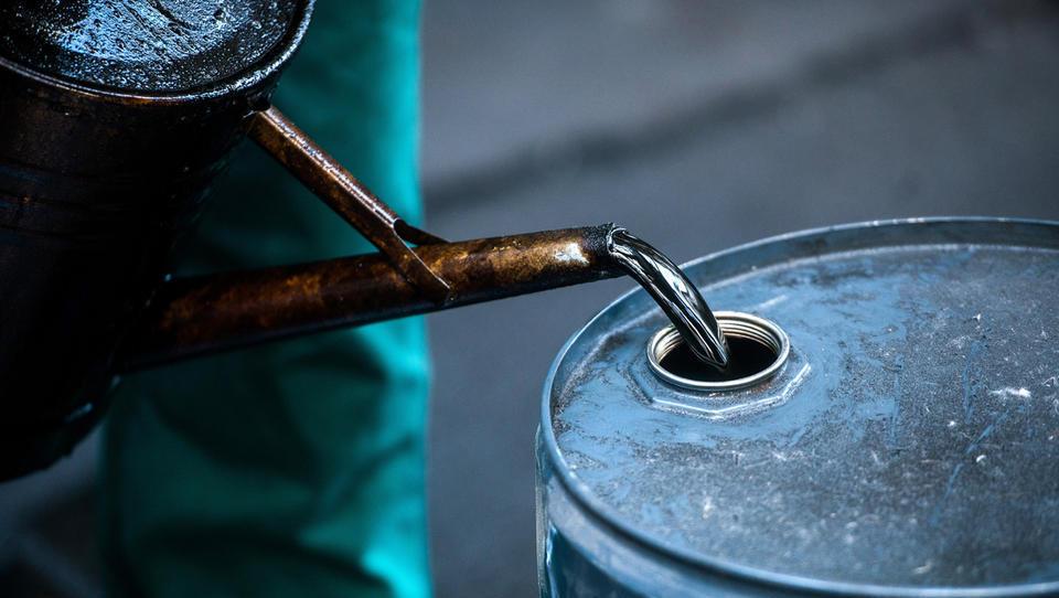 Zaradi napadov na Savdsko Arabijo rekorden skok cen nafte