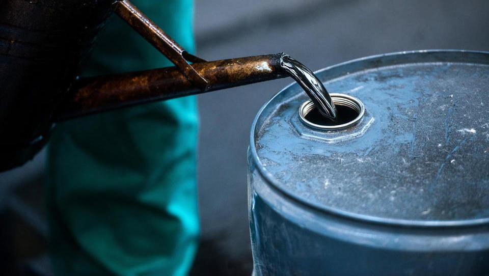 Po napadih v Savdski Arabiji: cena nafte še vedno povišana, enako tudi geopolitične napetosti