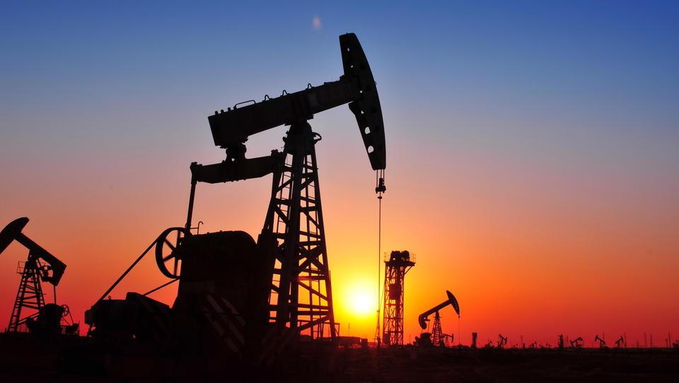 Cene nafte stabilne, na obzorju ponovno presežki ponudbe
