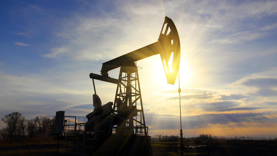 Nafta poskočila na štiritedenski vrh