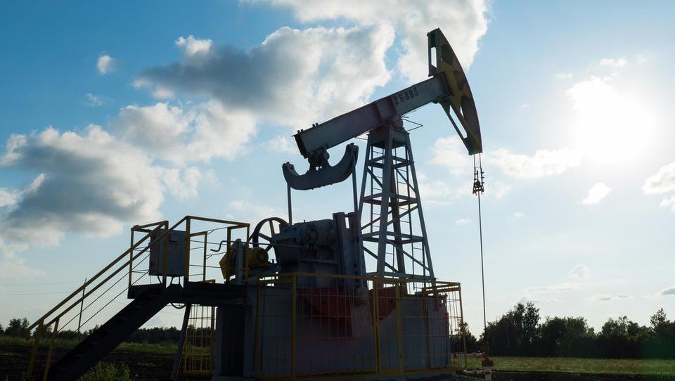 Politična kriza v Iranu draži nafto