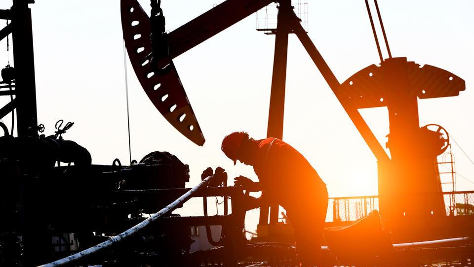Savdijci se spuščajo v cenovno vojno na naftnem trgu; evropski indeksi konec dne večinoma v rdečem