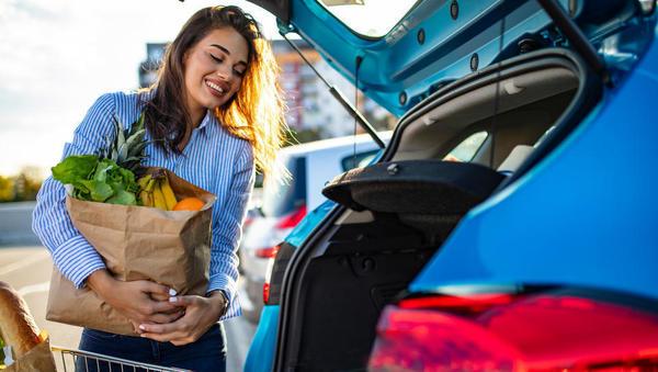 Prodaja na drobno na evrskem območju se je junija na letni ravni povečala za pet odstotkov, v Sloveniji za skoraj 13