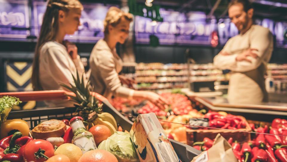 Koliko je Slovenija samopreskrbljena s hrano – in kako bi je lahko pridelali več