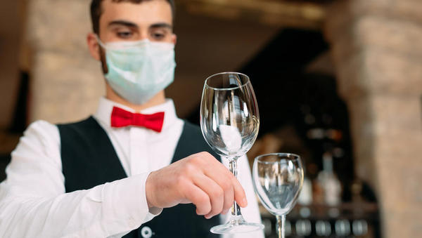 Gostinci se pripravljajo na poslovna srečanja in delavske malice. Kakšna pravila veljajo?