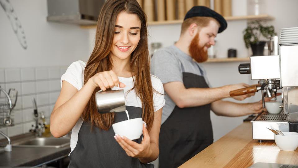 Bodo študenti letos dražji kot zaposleni z minimalno plačo?