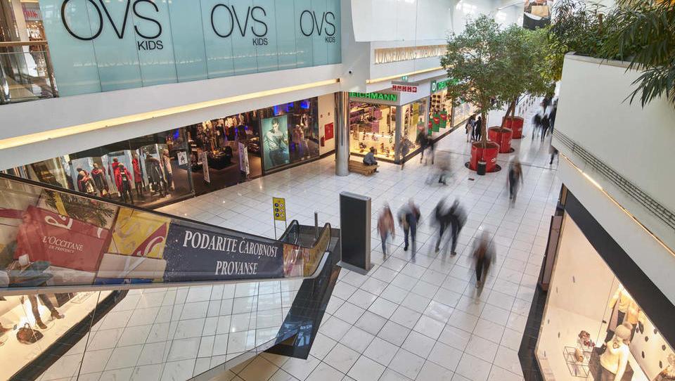 V tujini grožnje z neplačili najemnin; kaj pa pravijo lastniki naših nakupovalnih centrov?