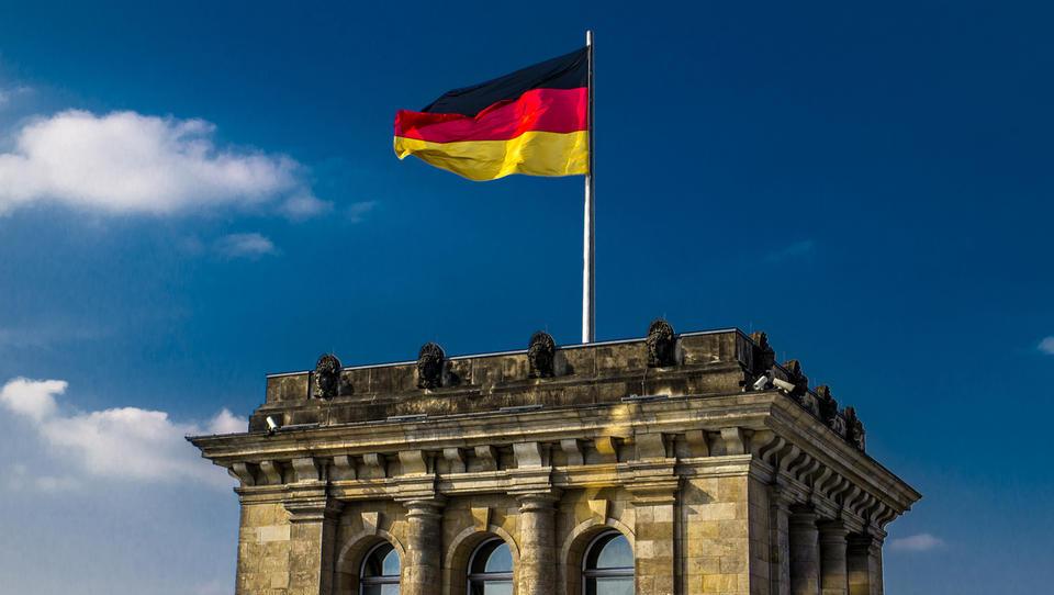Nemška naročila v industriji - tehnični popravek ali izboljšanje?