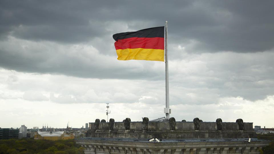 (grafi) V Nemčiji je razpoloženje direktorjev januarja upadlo na najnižjo raven po februarju 2016, v Sloveniji pa se je izboljšalo