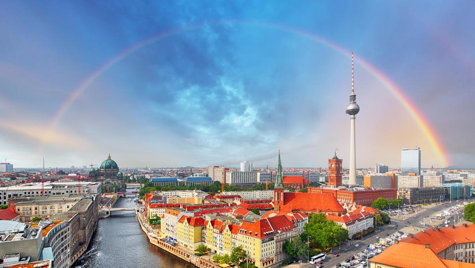 (grafi) Kazalnik naložbenega zaupanja ZEW v Nemčiji kaže nasprotujoče si občutke analitikov