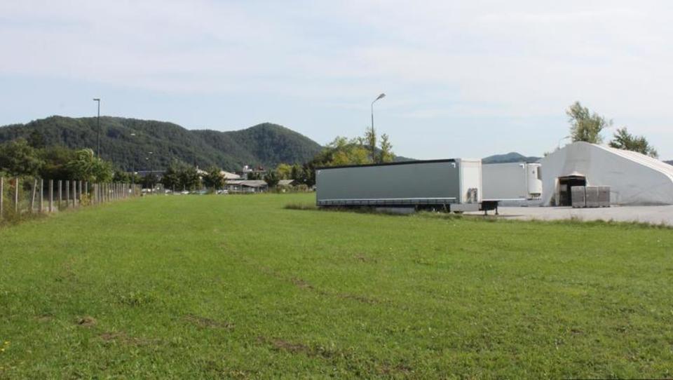 (Nepremičnina tedna) Zemljišče za poslovno dejavnost v Mostah pri Ljubljani