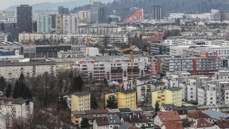 Surs: rabljena stanovanja v Ljubljani so se v prvem četrtletju malenkost pocenila