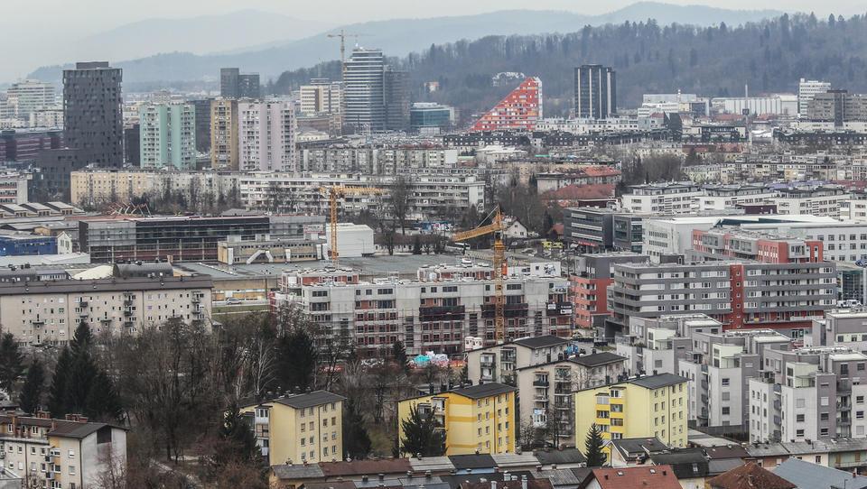 (stanovanja) 300 evrov za najem 50 kvadratov v Ljubljani? Tega po novem tudi Furs ne verjame