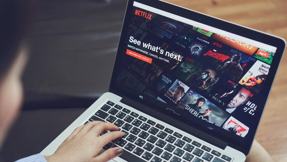 (analiza) Ključni izziv za Netflix – najti pravo ceno za naročnino na spletno videoteko
