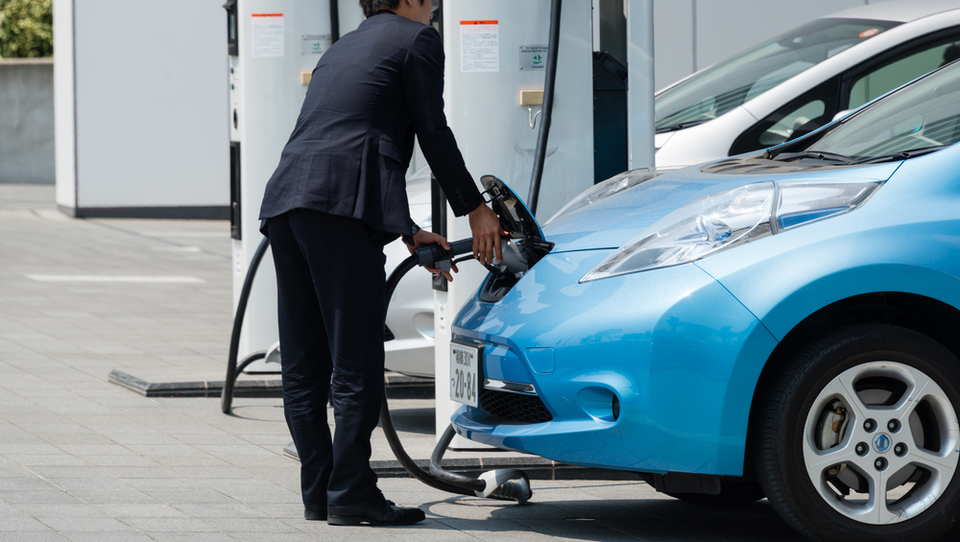 Na Japonskem več električnih polnilnic kot bencinskih črpalk
