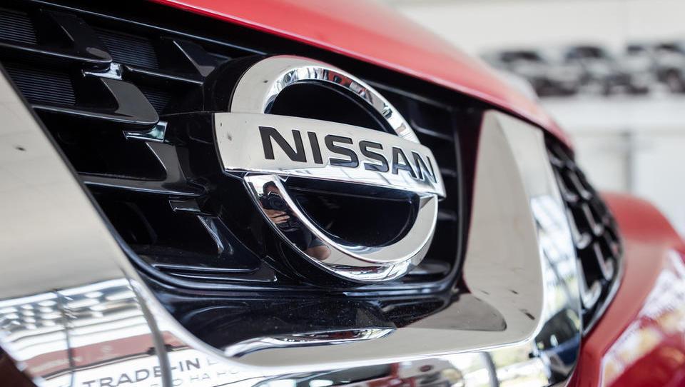 Nissanu dobiček strmoglavil, zaprli bodo 12.500 delovnih mest