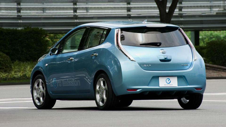 Nissanov električni leaf okužil sto tisoč kupcev