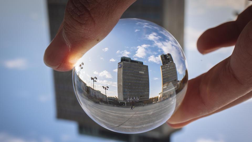 Po kakšnih kazalnikih kotirajo evropske bančne delnice in po kakšnih bo NLB?