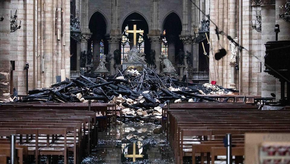 Notre-Dame v družbi uničenih in obnovljenih cerkva od Francije do Nove Zelandije