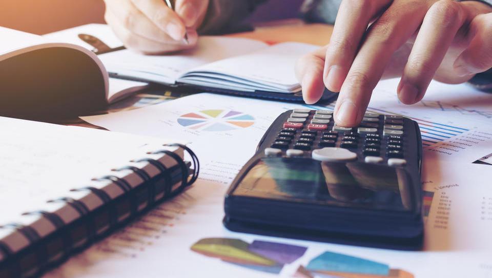 Odlog za posojila: obresti se bodo med odlogom obračunavale, ne pa plačevale. Kdaj jih bo treba plačati?