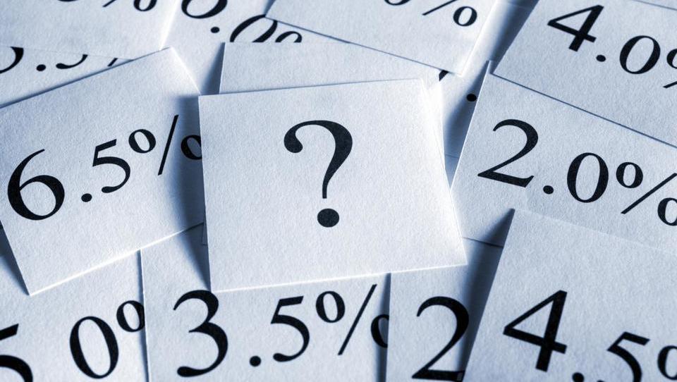 (Ne)zadolževanje podjetij: več posojil s fiksno obrestno mero in več ščitenja variabilne