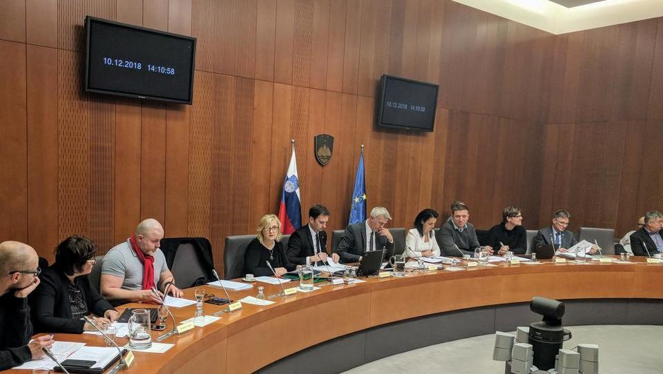Poslanci enotno podprli zakon, ki je po mnenju strokovne službe protiustaven