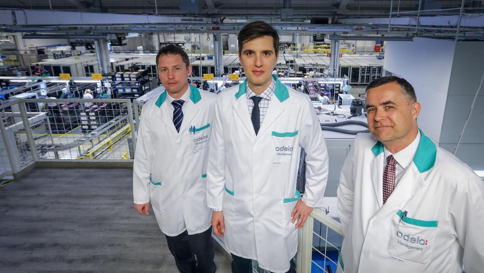 Tako Odelo v Preboldu izdeluje zadnje luči za prestižne znamke avtomobilov BMW, Audi in Mercedes-Benz