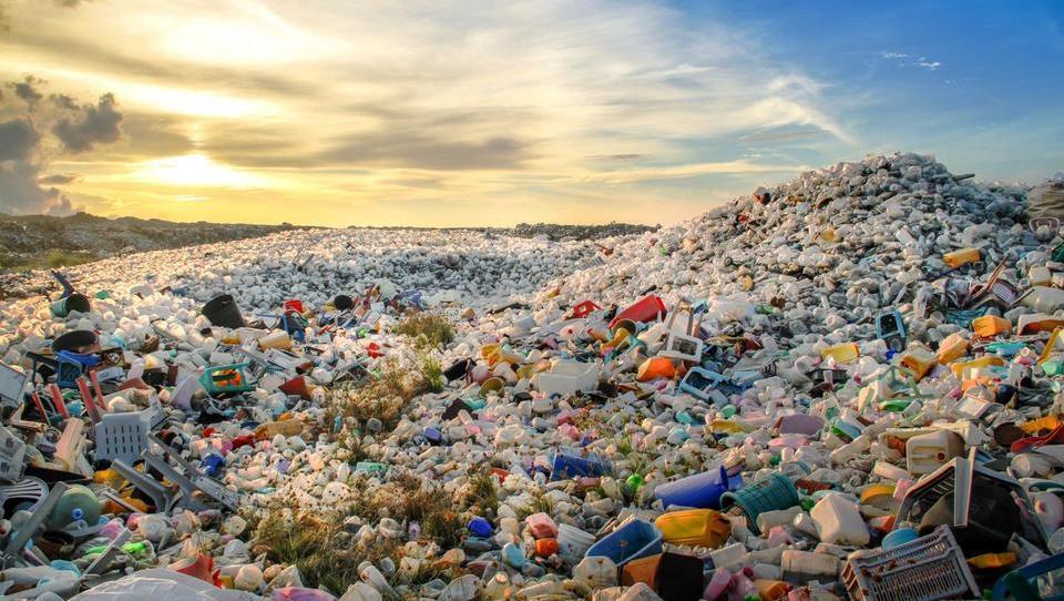 Kitajci potegnili zavoro pri odkupu odpadkov – kaj to pomeni tudi za Slovenijo?