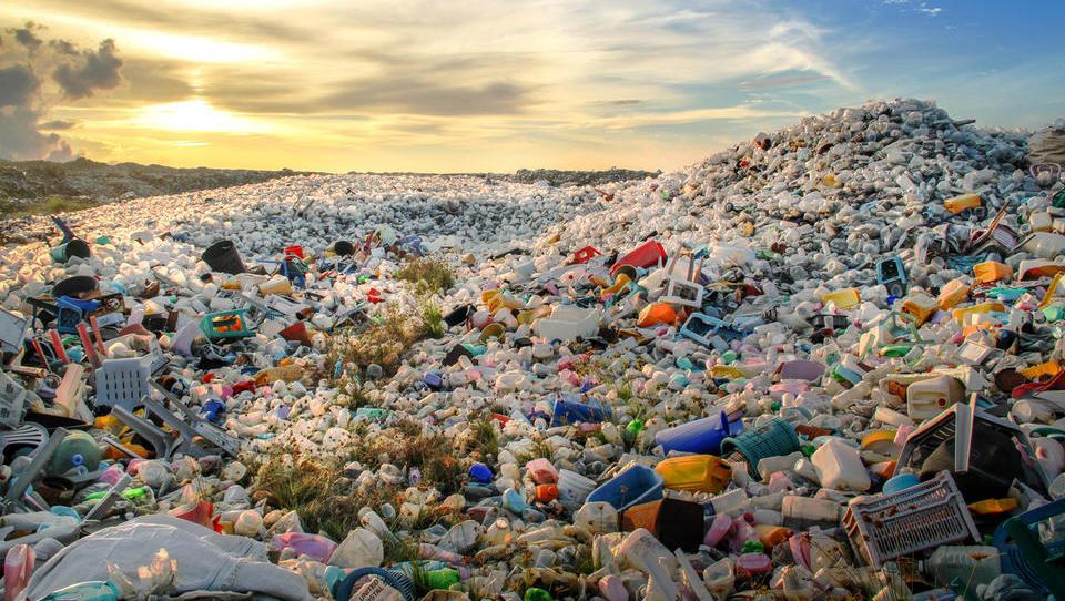 Podjetja, EU vas vabi k zavezi za več reciklirane plastike