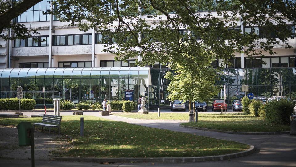 Izguba UKCL ob polletju 8,1 milijona evrov, do konca leta naj bi bila 12 milijonov