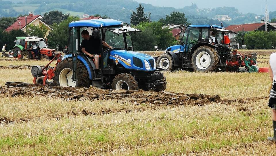 60. tekmovanje oračev Podravja: Zakaj so kmetijski stroji več v garaži kot na njivi